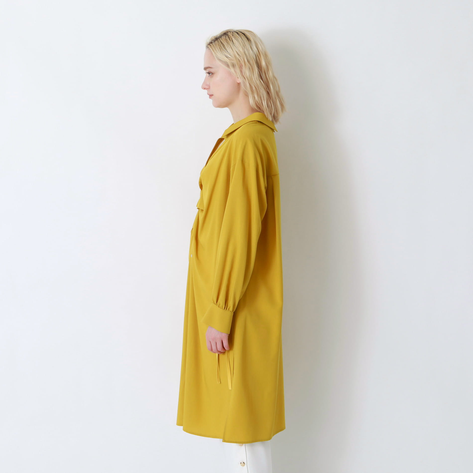 バックディティールシャツドレス
