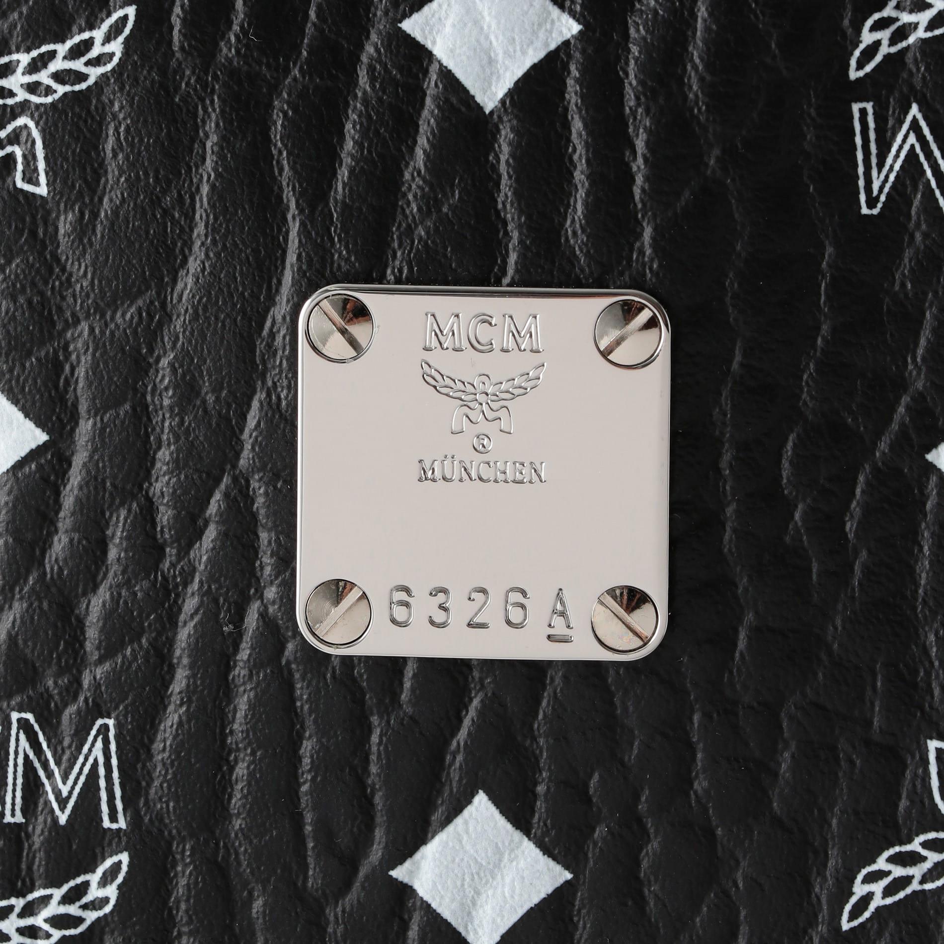 【MCM】バックパック -MEDIUM-STARK WHITE LOGO VISETOS MMK9SVE48BV001