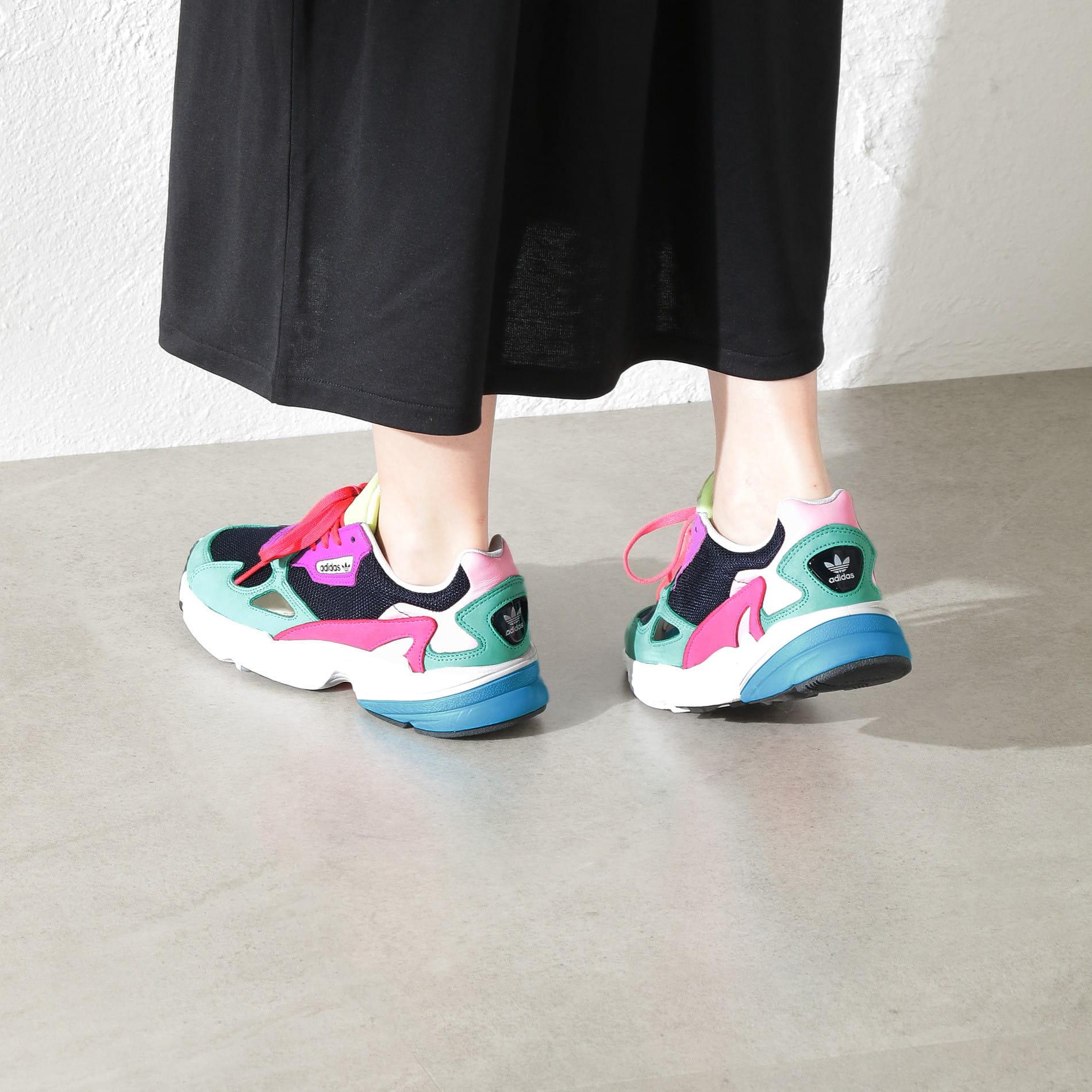 【adidas】WOMEN アディダスファルコンW